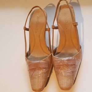 Aerosols kitten heels.  Size 8